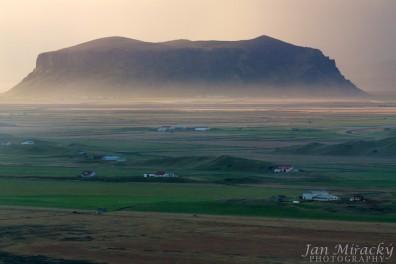 3_Icelandic Uluru